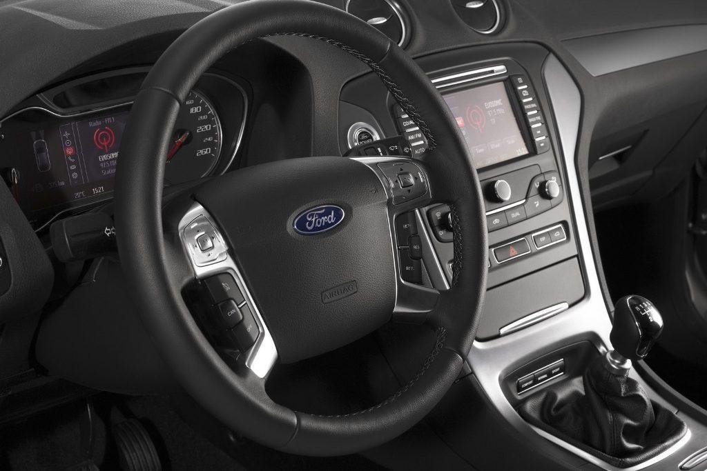 Ford_Mondeo_FL_2011_Interior_1