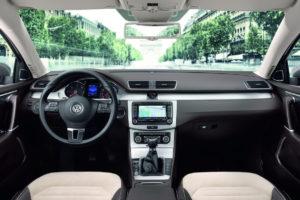 2011-VW-Passat-10